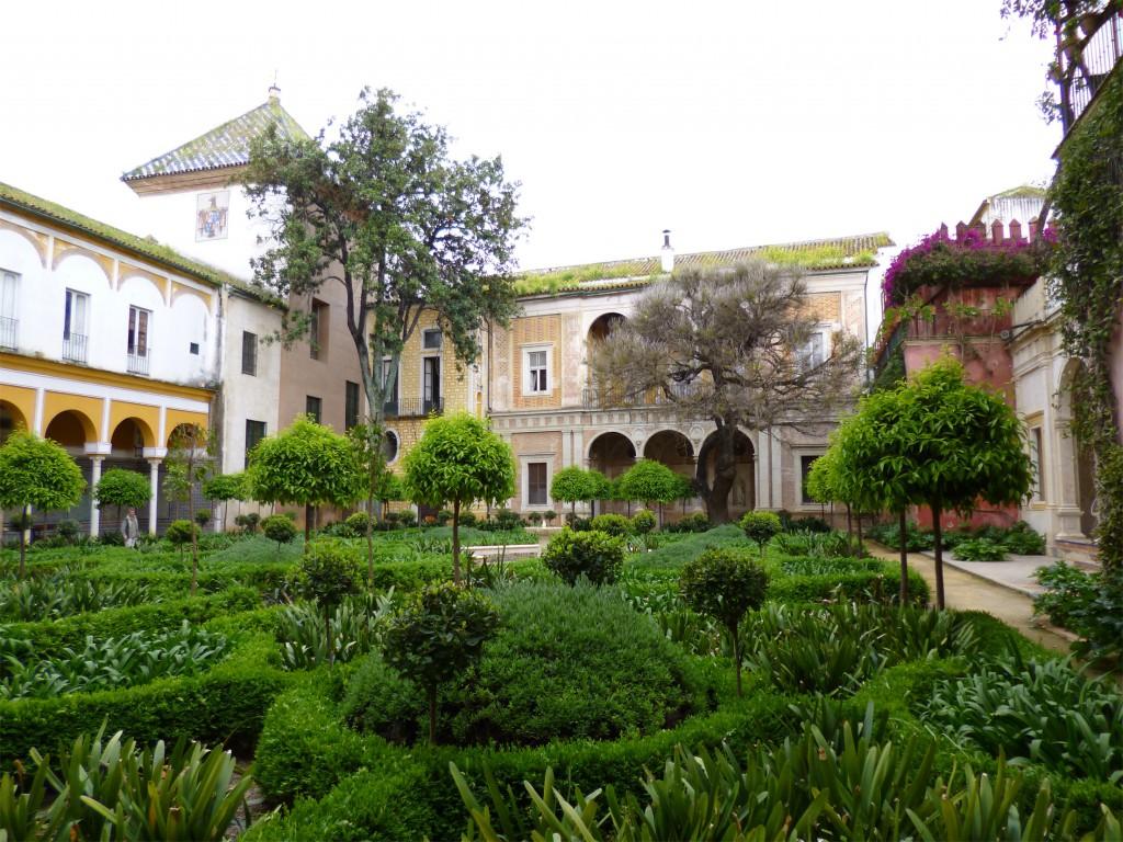 Garden_in_the_casa_de_pilatos,_seville