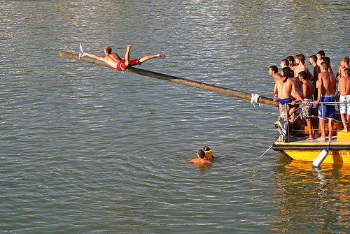 Domingo-http://www.visitarsevilla.info/images2/vela.jpg